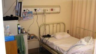 病室のベッド|大垣市民病院